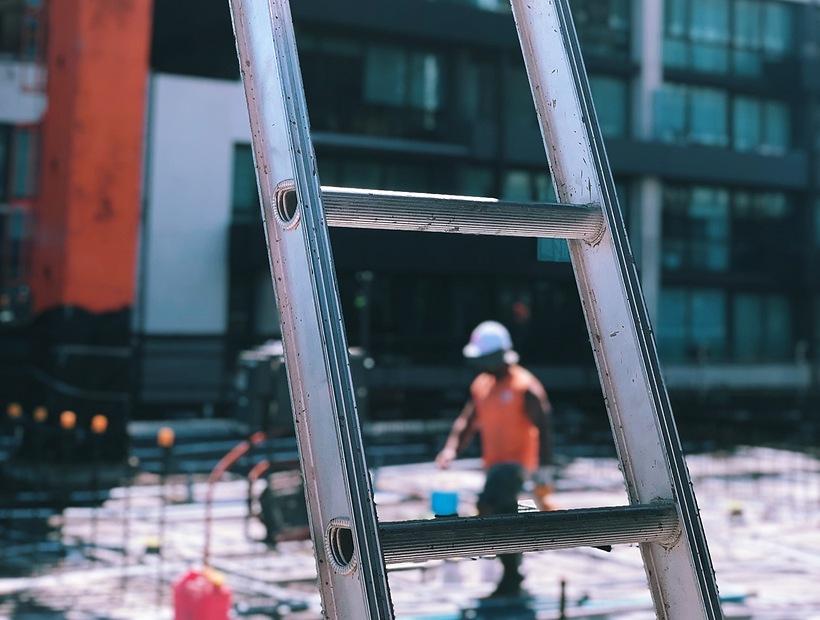 ladder-on-jobsite-820x620